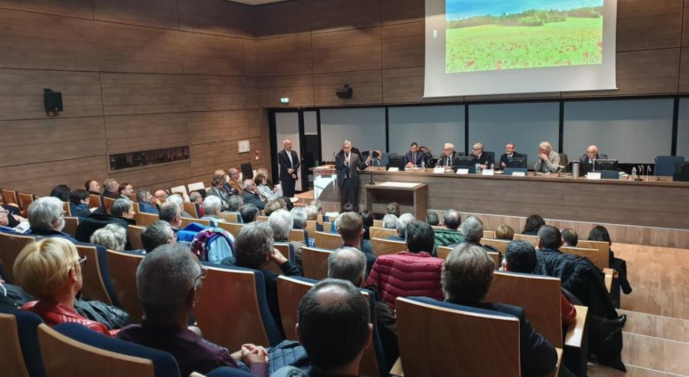 A General Assembly of rural mayors of Seine et Marne with a singular taste!